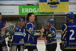 Nach dem Spiel wurde diesmal mit Sekt geduscht! (Foto: Gerd Gisbertz)