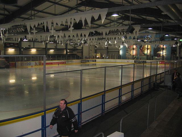 640px-Eisstadion_Im_kleinen_Felde
